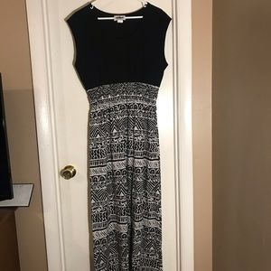 Casual Black and White Graphic Maxi Dress